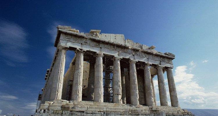 O Templo de Atena, o Partenon, continua de pé séculos após sua construção