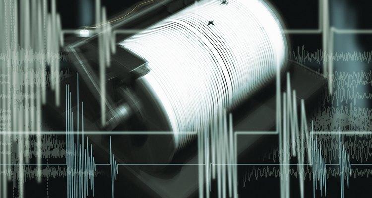 Sismógrafos são utilizados para medir a intensidade de terremotos