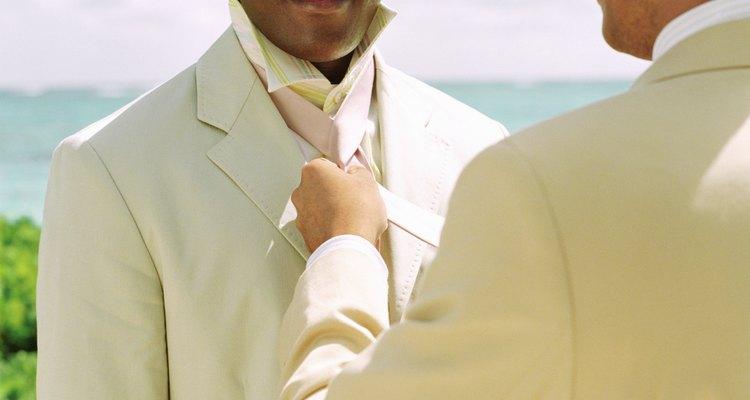 Los trajes de lino se ven muy bien en el verano.