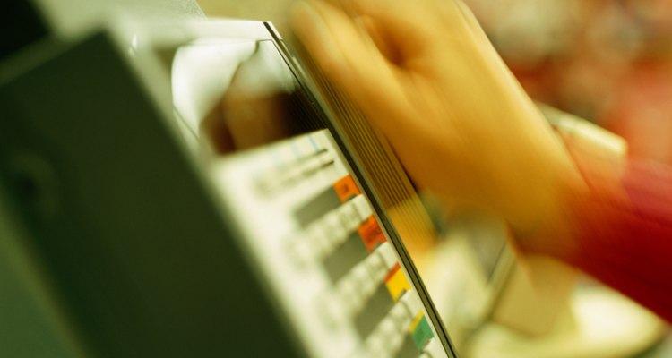 Un criminal puede robar tu tarjeta de crédito para hacer compras en cualquier lugar.