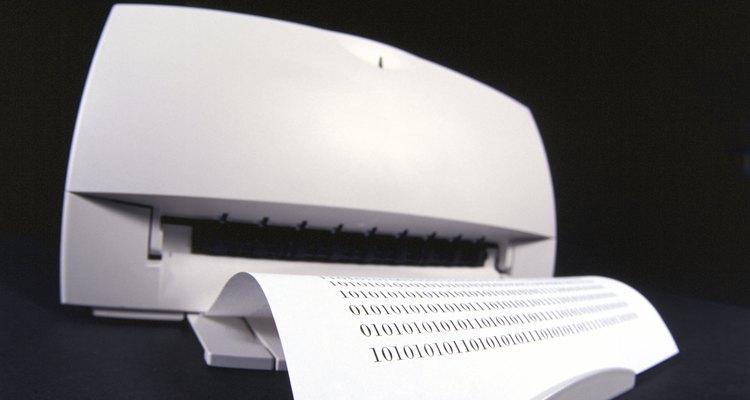 Quita tanta tinta de impresora de la alfombra como sea posible cuando se produzca el derrame.