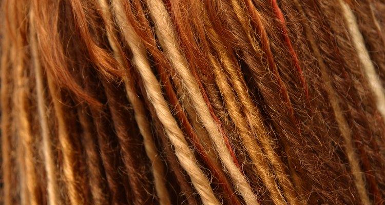 Não se desespere se passar acidentalmente a pomada no cabelo