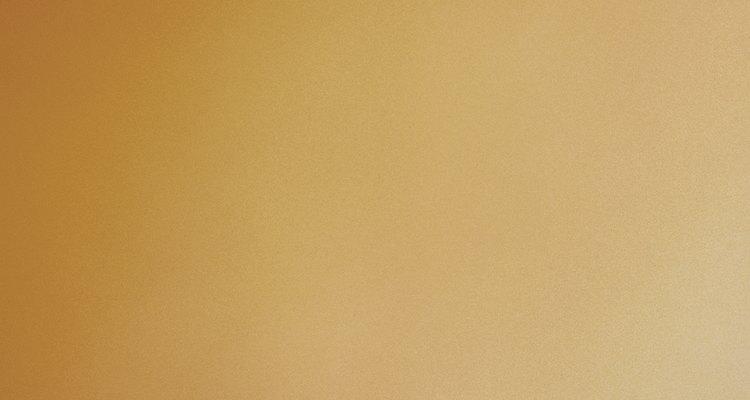 Los colores neutros son un buen complemento para la madera color cereza.