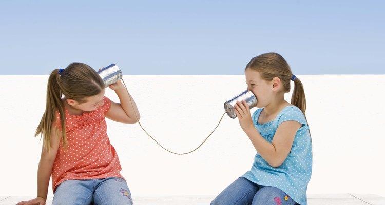 Las buenas habilidades de comunicación ayudan a los niños a iniciar y mantener buenas relaciones con sus compañeros.