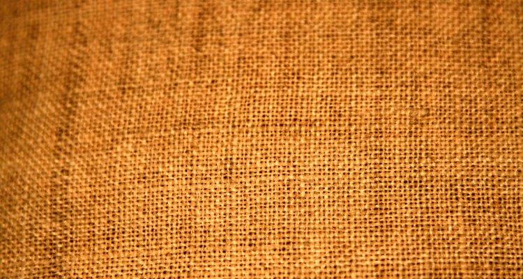 Cobrir um absorvedor de som tem uma qualidade estética, mas o tecido não deve impedir o efeito de absorção