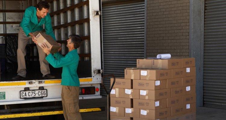 Los vendedores de ruta suelen repartir mercancías como pan, refrescos, tabaco o alimentos especiales directamente al minorista o al consumidor.