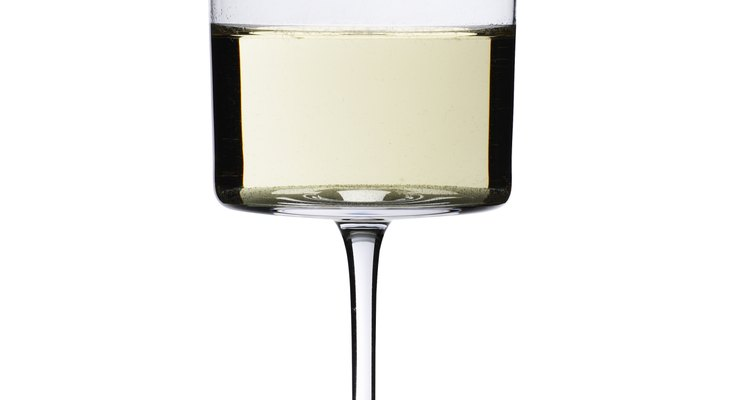 Disfruta de tu vino blanco a la temperatura adecuada para obtener el máximo provecho de él.