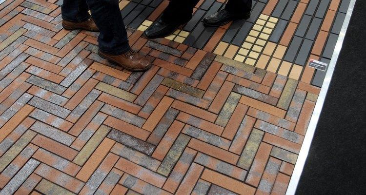 Mosaicos ocorrem com ladrilhos cobrindo uma superfície plana, sem espaços ou sobreposições