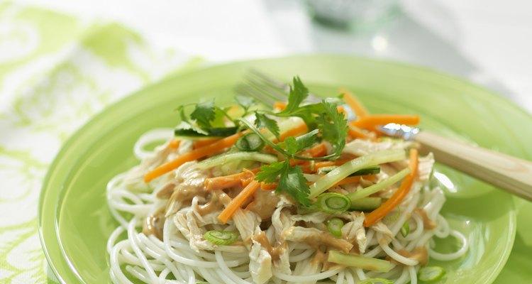 Los fideos de arroz pueden ir bien en un estilo de vida de bajas calorías.