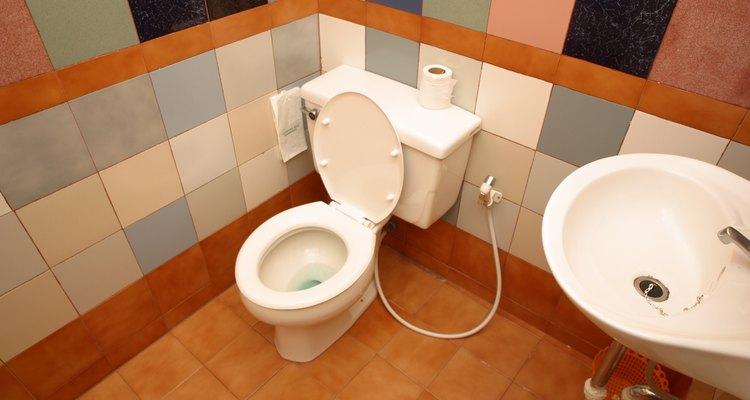 El sellador de silicona ayuda a formar juntas a prueba de agua en las zonas húmedas de tu casa.