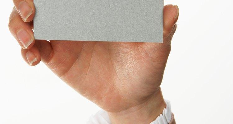 Cartões de negócios precisam ser duradouros, por isso a cartolina é usada