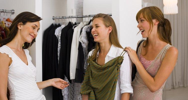 Los estilos y diseños de los vestidos están orientados hacia el mercado de las jóvenes.