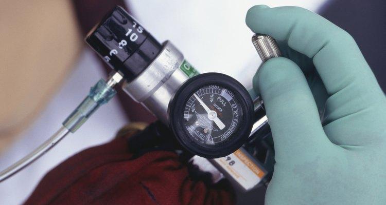 Calcular cuánto durará el cilindro depende de la presión del mismo y la cantidad de flujo requerido para soportar al paciente.
