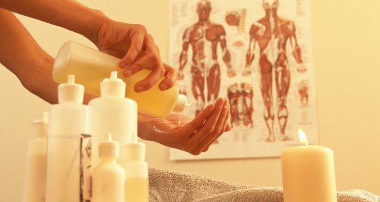 O óleo de massagem de alecrim e pimenta preta é tão eficiente quanto aqueles comprados prontos.