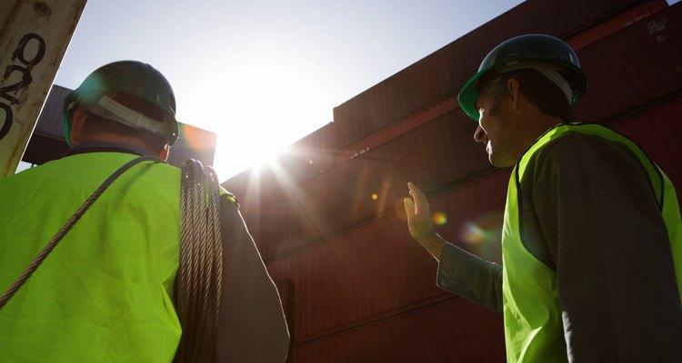 También son responsables de ubicar y encender varias maquinas en obras de construcción.