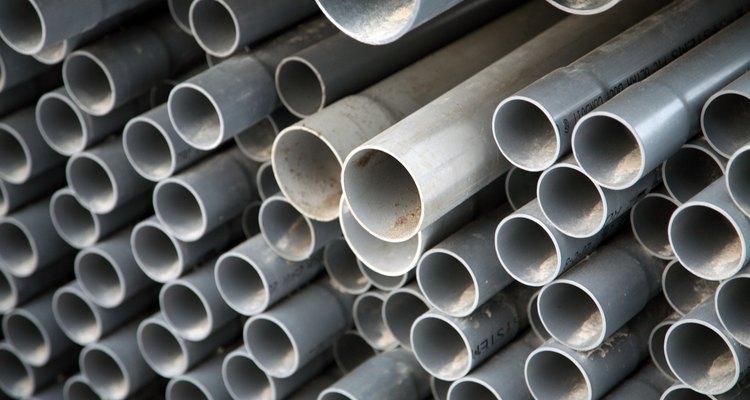 As rachaduras que ocorrem em tubulações de PVC podem ser reparadas com massa epóxi