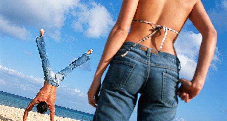 Usado por muitos brasileiros, os jeans novos tendem a ser desconfortáveis