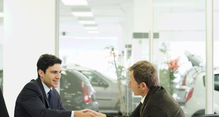 A partir de 2008, los administradores de distribuidores de automóviles ganan un salario medio de US$107.500, según la Oficina de Estadísticas Laborales.