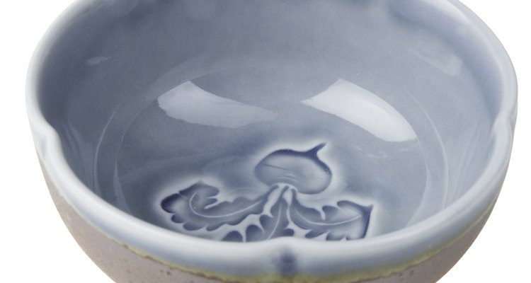It is possible to remove a stuck plate from a ceramic bowl without damaging it.