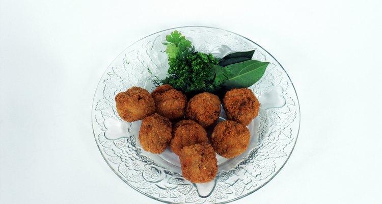 Las croquetas de arroz con guacamole son una combinación exquisita.
