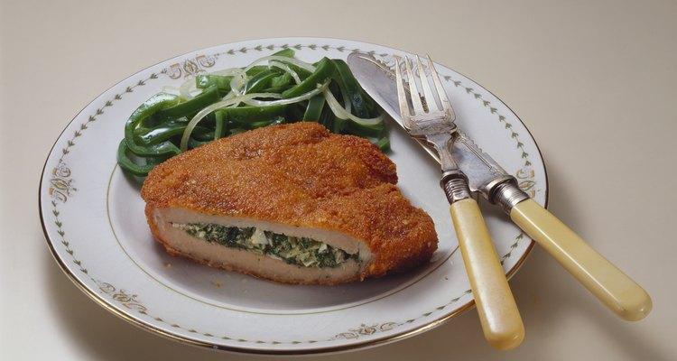 El pollo relleno es casi una comida completa en sí.