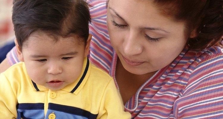 Lee con tu niño pequeño tan a menudo como sea posible.