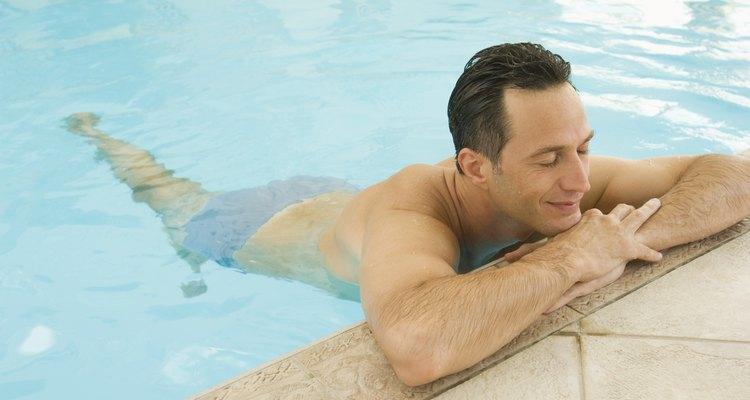Un desnatador es esencial para piscinas sin drenajes.