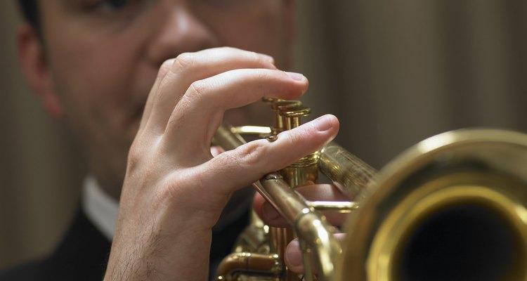 Um trompete pode produzir um som realista do relincho de um cavalo