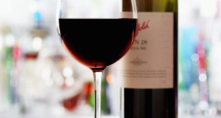Los productores de vino utilizan el dióxido de silicio como agente clarificante.