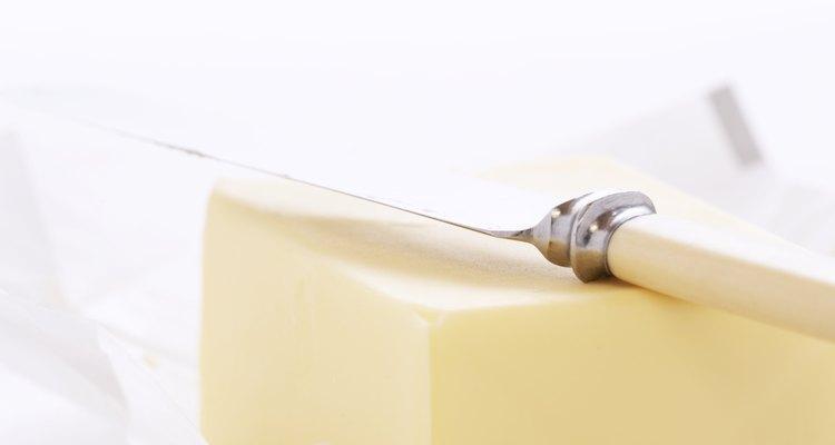 La manteca se prepara a partir de crema entera.