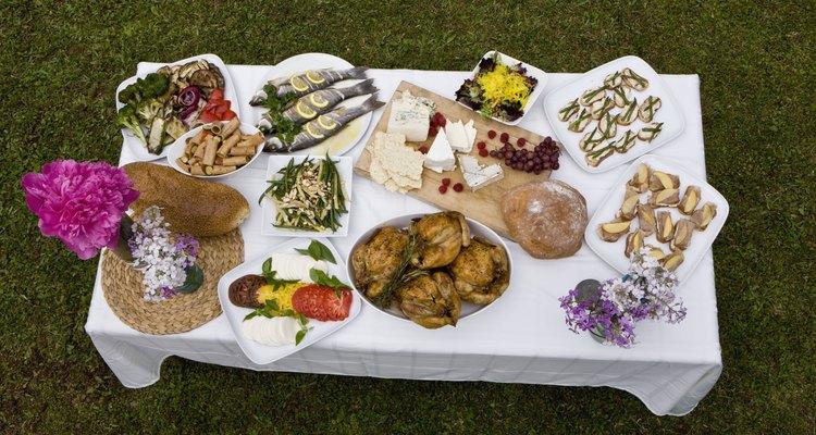 Se lembre de um amigo que partiu compartilhando algumas das suas comidas preferidas.