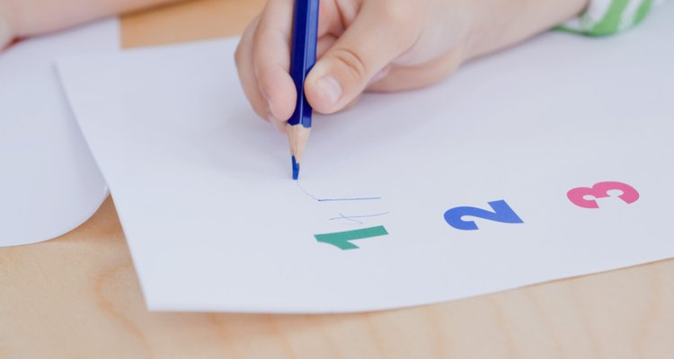 Aprenda a escrever letras e números ao contrário