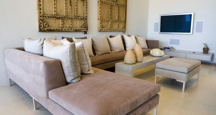 Los sofás seccionales crean asientos para un gran cantidad de gente.