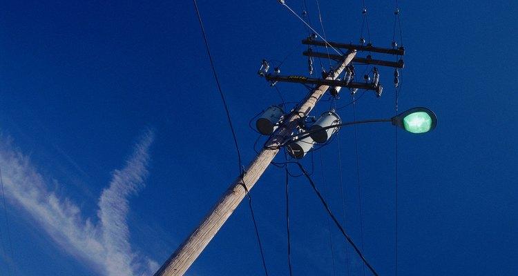 Os clinômetros são normalmente usados para medir a altura de árvores, plantas, prédios, torres, postes e outros objetos grandes