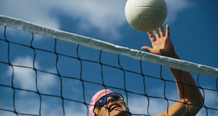 Desgaste e elementos externos podem causar um vazamento na bola de vôlei