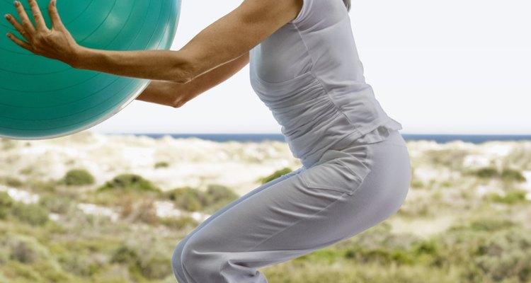Muitos exercício com bola trabalham os quadris