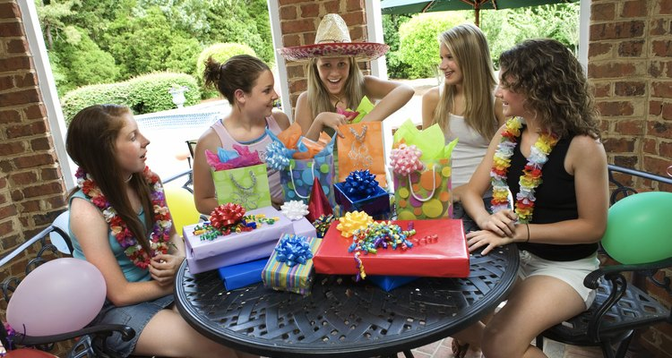 Los juegos grupales son una forma ideal de entretenimiento para las fiestas de adolescentes.