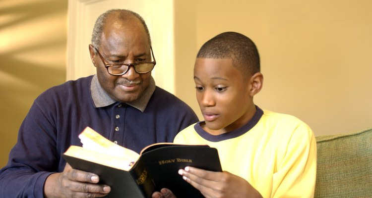Las creencias religiosas suelen transmitirse de padres a hijos.
