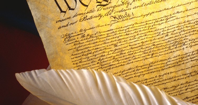 Los tres tipos de poderes otorgados por la Constitución de los Estados Unidos.