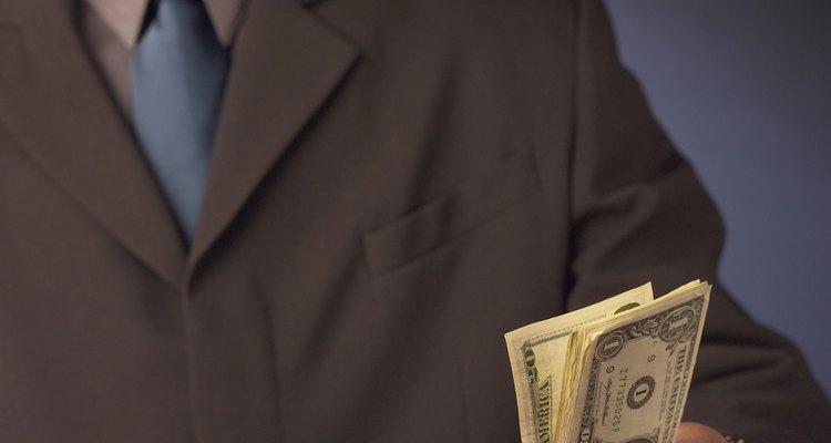 De acuerdo a las estadísticas de la BLS, en 2010 el salario promedio anual para un agente de seguros era de US$62.520.