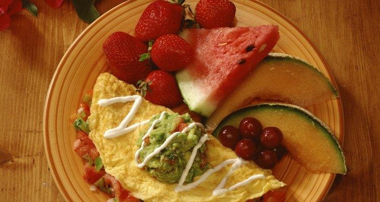 Coloque o recheio na omeleteira