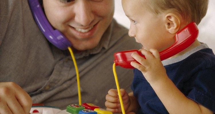 Conversa con tu hijo para ayudarle a aprender a comunicarse.