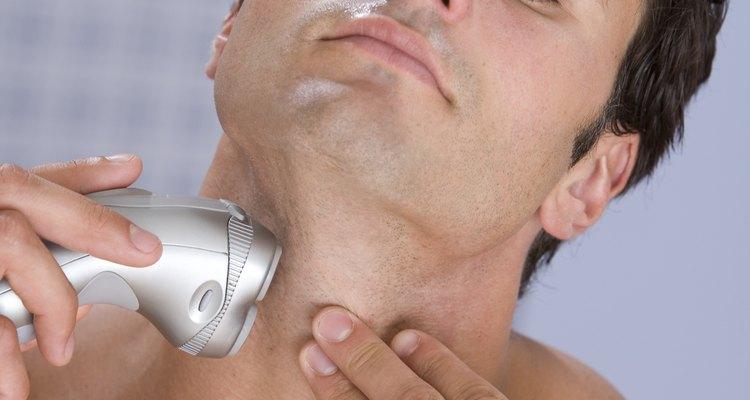 Limpe e lubrifique as cabeças do seu barbeador regularmente para um melhor funcionamento