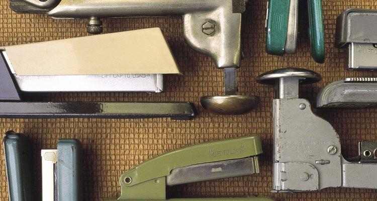 Existen varios modelos y tipos de engrapadoras, seguramente una se ajustará a las necesidades del nuevo empleado.