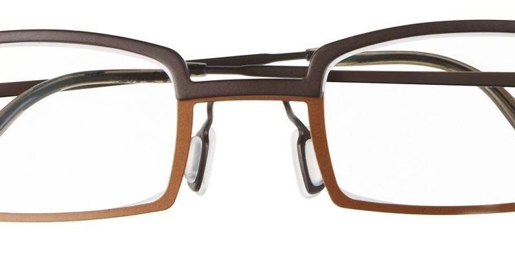 Evite colocar os óculos no calor extremo, climas frios ou secos