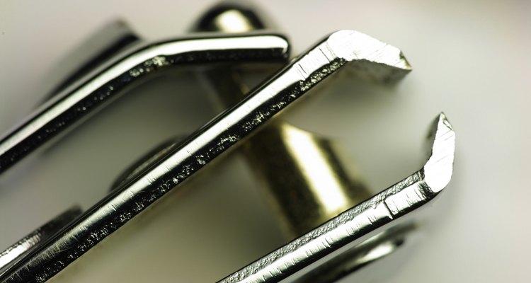 Corte unhas quebradas ou desiguais com cortadores de unha