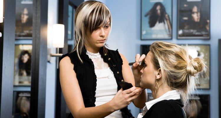 No necesitas un diploma para convertirte en un maquillador PRO de Mac.