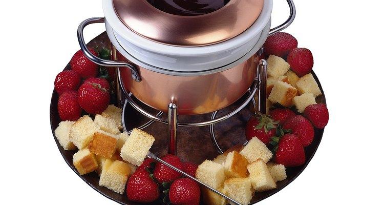 Agrega 1 cucharadita de extracto de vainilla y sirve en una ollita de fondue.