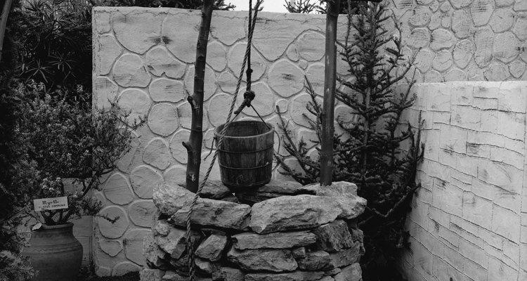 Se você já não usa mais o velho balde, é uma boa ideia construir uma casa de bomba