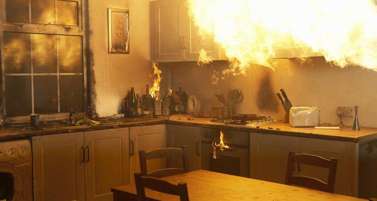 O armazenamento inadequado de líquidos inflamáveis pode causar um incêndio